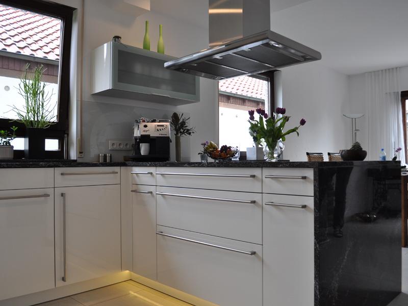 Küche in weiß hochglanz